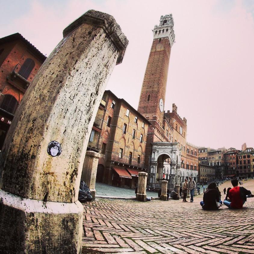 Peipegata sticker slap stickerart  bombardeando Siena-Italia