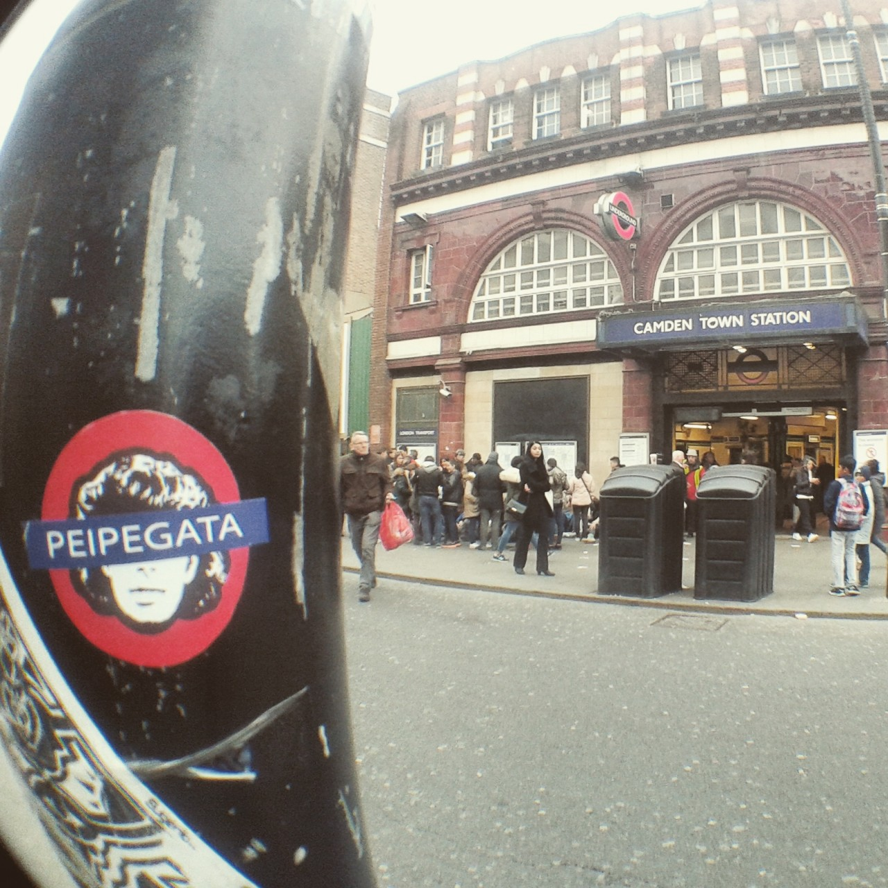 Peipegata sticker slap stickerart  bombardeando Londres-Uk